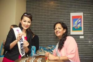 meena with Mrs Universe Winner